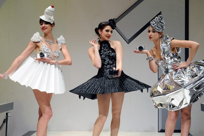 CES 2012: Cars, girls, gadgets