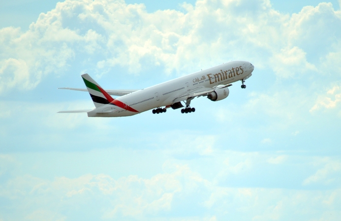 Emirates signs collaboration agreement with Huawei