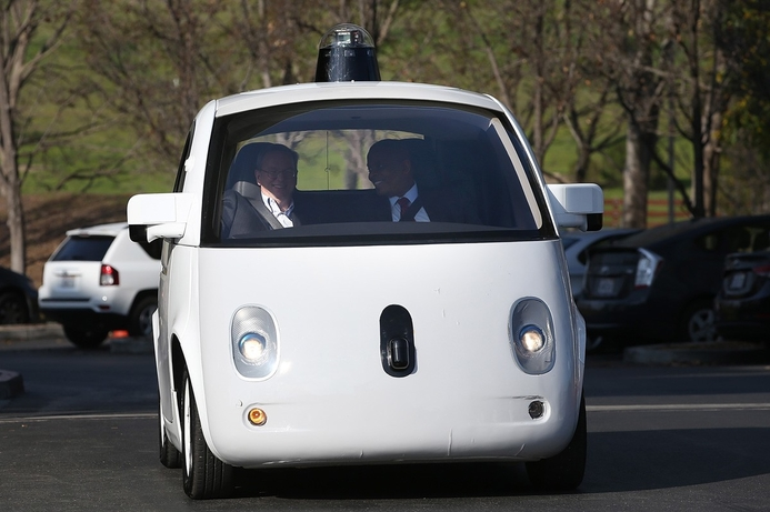 Daimler CEO surprised by Google and Apple automotive efforts