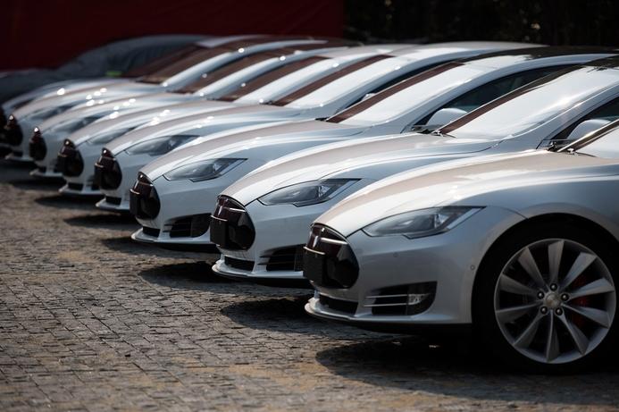 Tesla edging closer to driverless cars