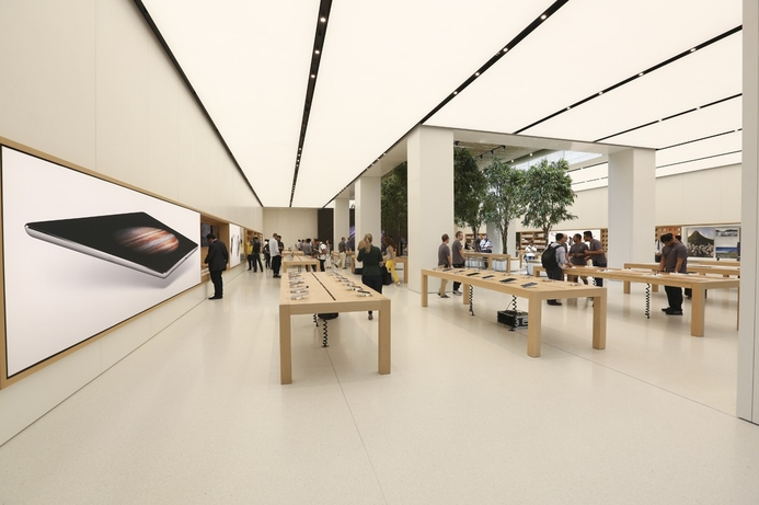 Apple stages pre-launch of Dubai store