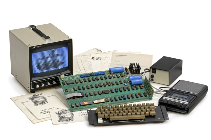 Rare Apple-1 set for auction in May