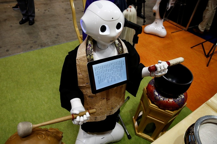 Robot priest available for hire for funerals in Japan