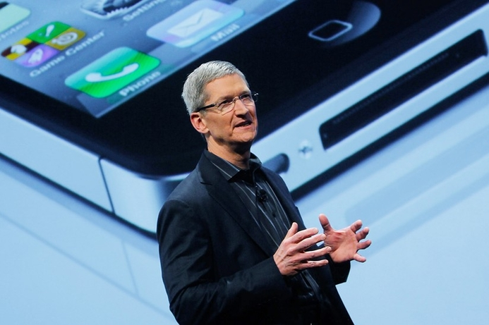 Apple boss turns down $75m dividend