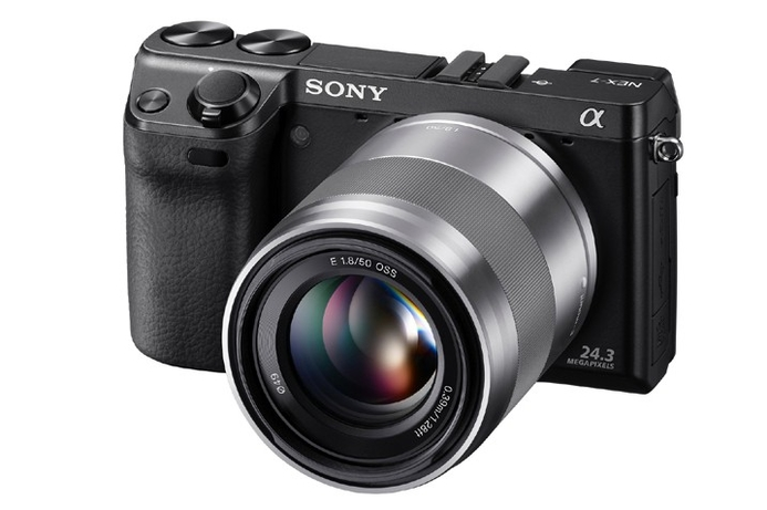 Sony NEX-7 camera available in UAE