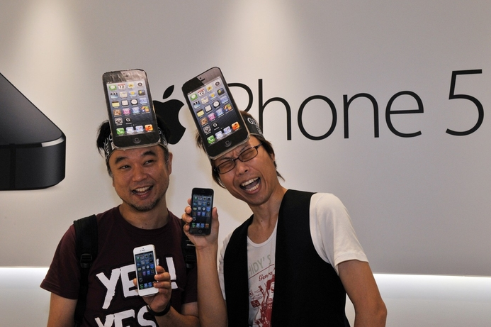 Raiders steal Japanese iPhone 5 hours before launch