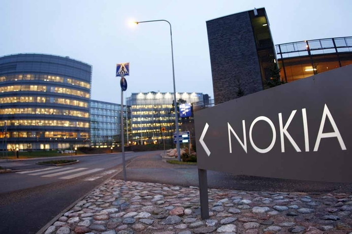 Nokia dismisses reports of return to handset-making