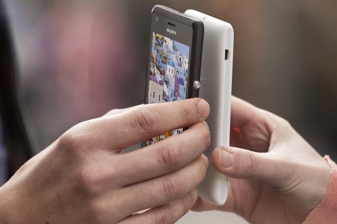 Sony unveils budget Xperia model