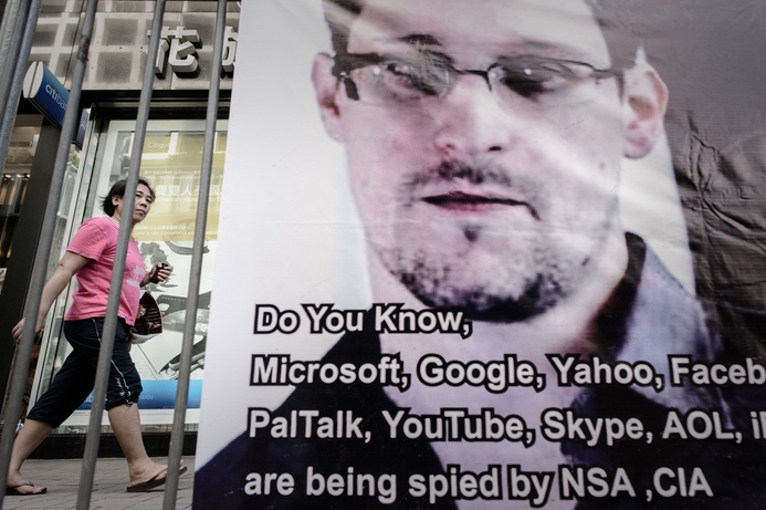 Develop secure comms software, Snowden tells hackers