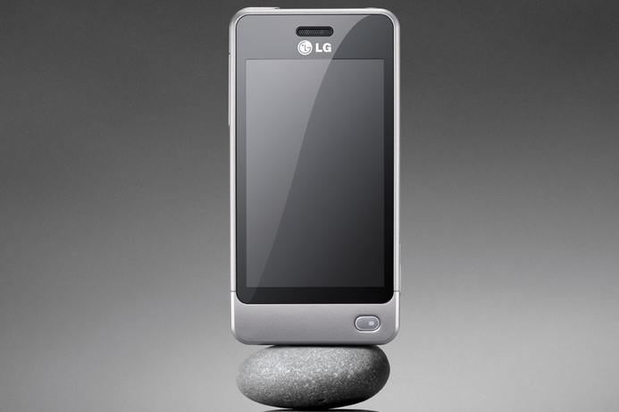 LG debuts solar-powered cellphone
