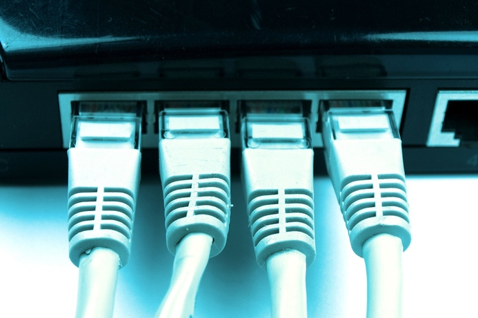 Etisalat and Du commence shared network tests