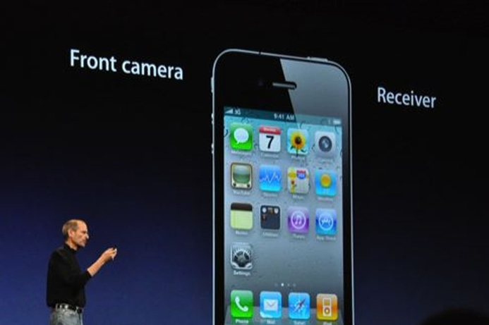 Apple sells 1.7m iPhone 4 in first three days