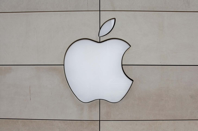 Smoking iPhone battery forces Apple store evacuation in Zurich