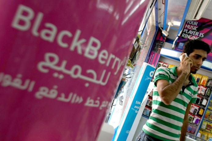 du warns of disruption to BlackBerry service