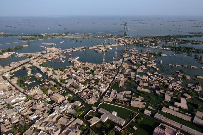 Saudi's Mobily cuts call rates to flood-hit Pakistan