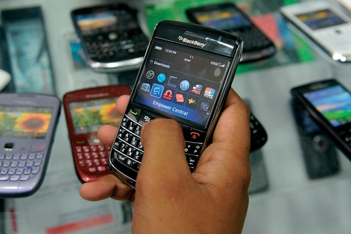 Mobile phone sales decline 2.3%