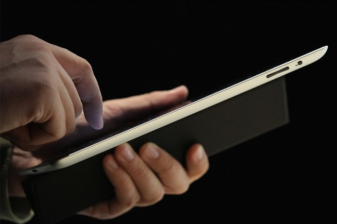 iPad 2 customers hedge their bets