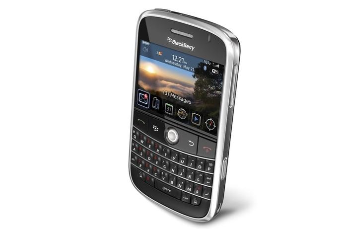 Saudi bans BlackBerry Messenger service