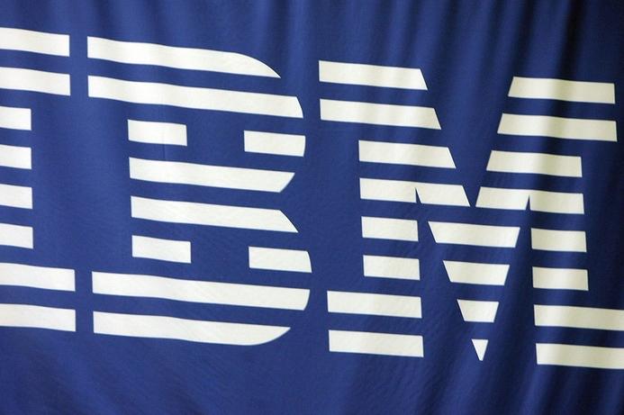 Buffett buys 5.4% stake in IBM