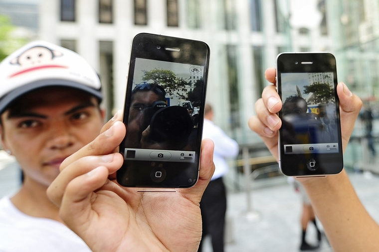 Free cases to solve iPhone 4 reception woes