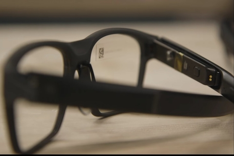 Intel brings stylish smart glasses into the mix