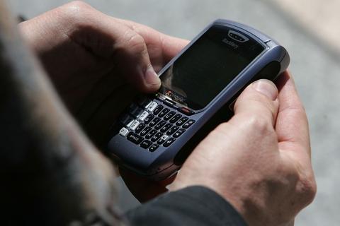 Source: Saudi keen to regulate BlackBerry Messenger for 'security'