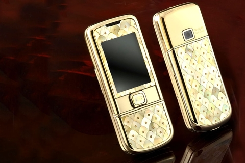 Cellphone made with pearls costs AED 15,000