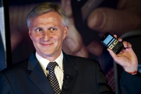 Nokia smartphone chief steps down